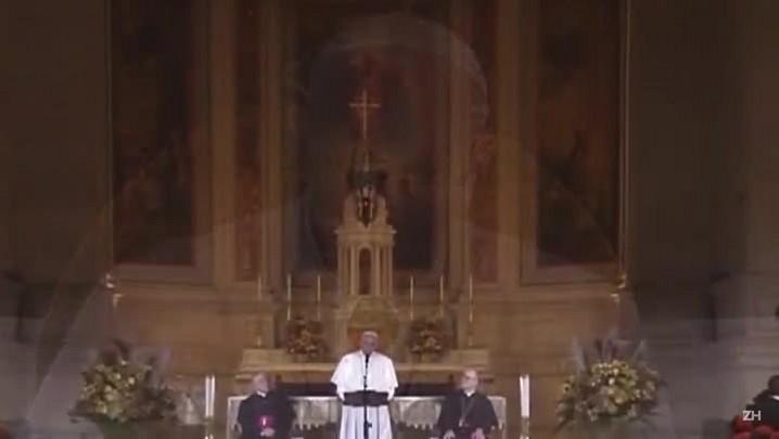 'Deus chora', diz papa após se reunir com vítimas de padres
