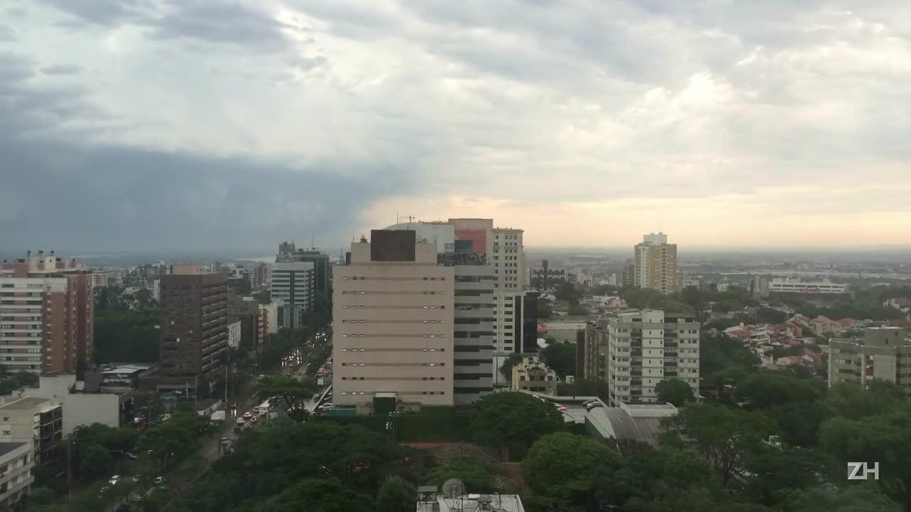 Leitor registra chegada da chuva em Porto Alegre