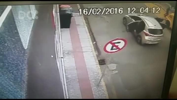 Câmera de segurança mostra momento da chegada dos assaltantes