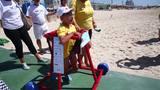 Projeto cria andadores para levar crianças com deficiência ao mar