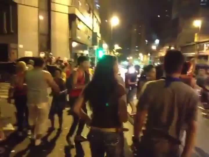 Venezuelanos comemoram a vitória de Maduro