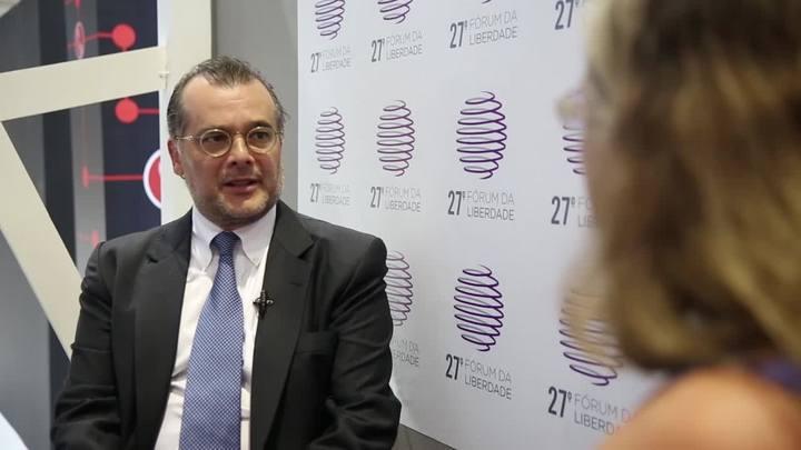 """Papo de Economia: \""""Somos um ex-alcoólatra que está brincando de tomar um um drinkzinho a mais\"""" diz ex-presidente do Banco Central sobre inflação"""