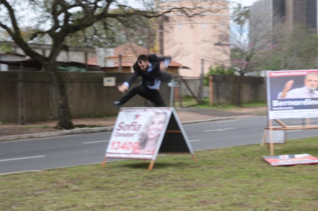 #LaUrna: um cavalete incomoda muita gente
