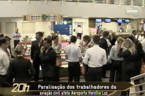 TVCOM 20h - Paralisação dos aeroviários afeta funcionamento do aeroporto Hercílio Luz - 22.115