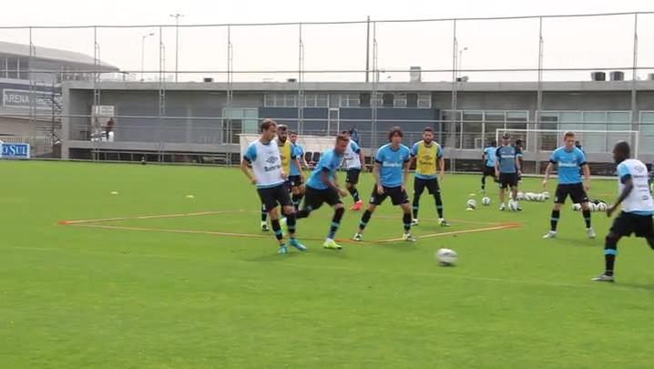 Grêmio treina posse de bola