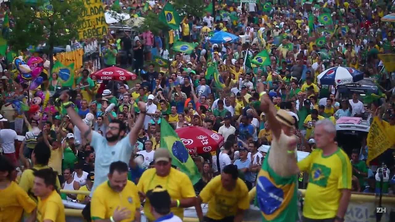 Manifestantes pró-impeachment se reúnem no Parcão, em Porto Alegre