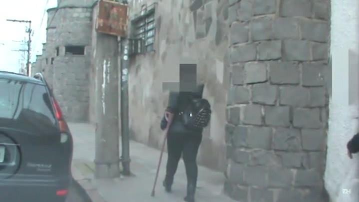 Militar aposentada por invalidez é vista caminhando sem muletas