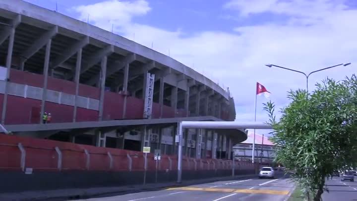 Estádio Beira-Rio recebe estrutura que receberá nova cobertura