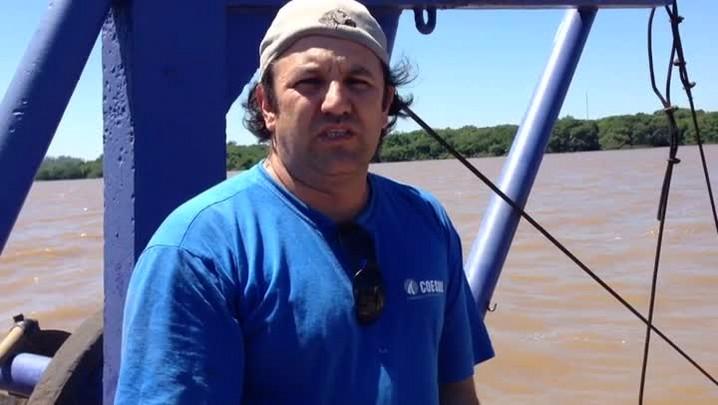 Veja o relato de moradores que dependem da balsa que liga Triunfo a São Jerônimo. 26/11/2013