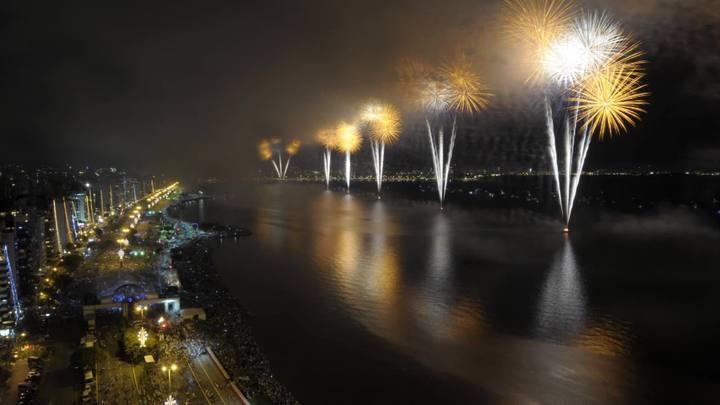 1 Minuto - Time Lapse da queima de fogos na Avenida Beira-mar