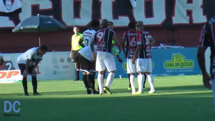 Assista ao gol de falta do lateral Wellington Saci do Joinville na decisão do Catarinense contra o Figueirense