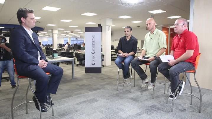 Entrevista com Cesar Souza Júnior na redação do DC
