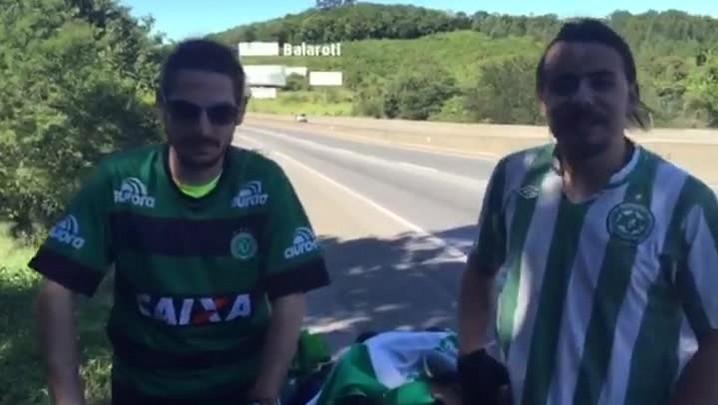 Estudantes pedalam até Joinville para assistir a final do Catarinense