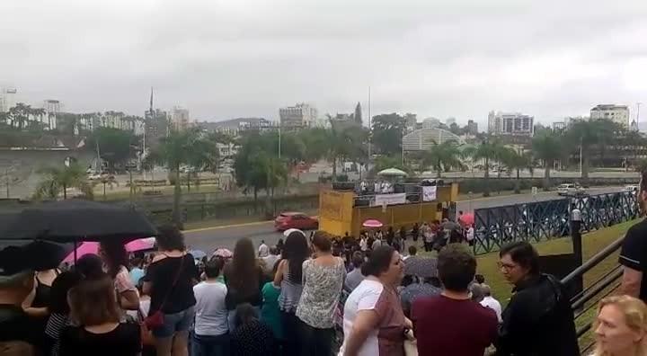 Servidores fazem manifestação em frente à Prefeitura de Joinville