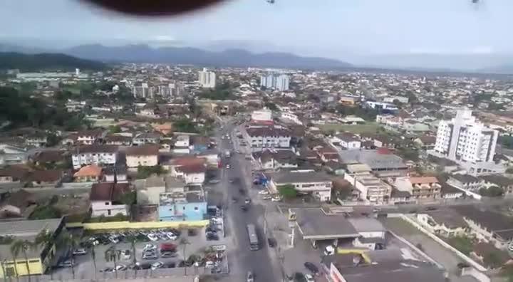 Perseguição após roubo em frente a banco em Joinville