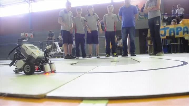 Confira imagens dos campeonato de robótica na Udesc de Joinville