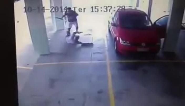 Vizinhos brigam em garagem de prédio em Balneário Camboriú