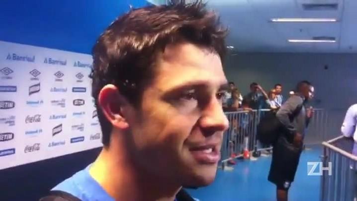 "\""Foi um corta-luz\"", diz Giuliano sobre lance do primeiro gol"