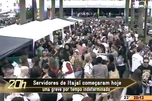 TVCOM 20 Horas - Servidores de Itajaí começam greve por tempo indeterminado - 19.05.15