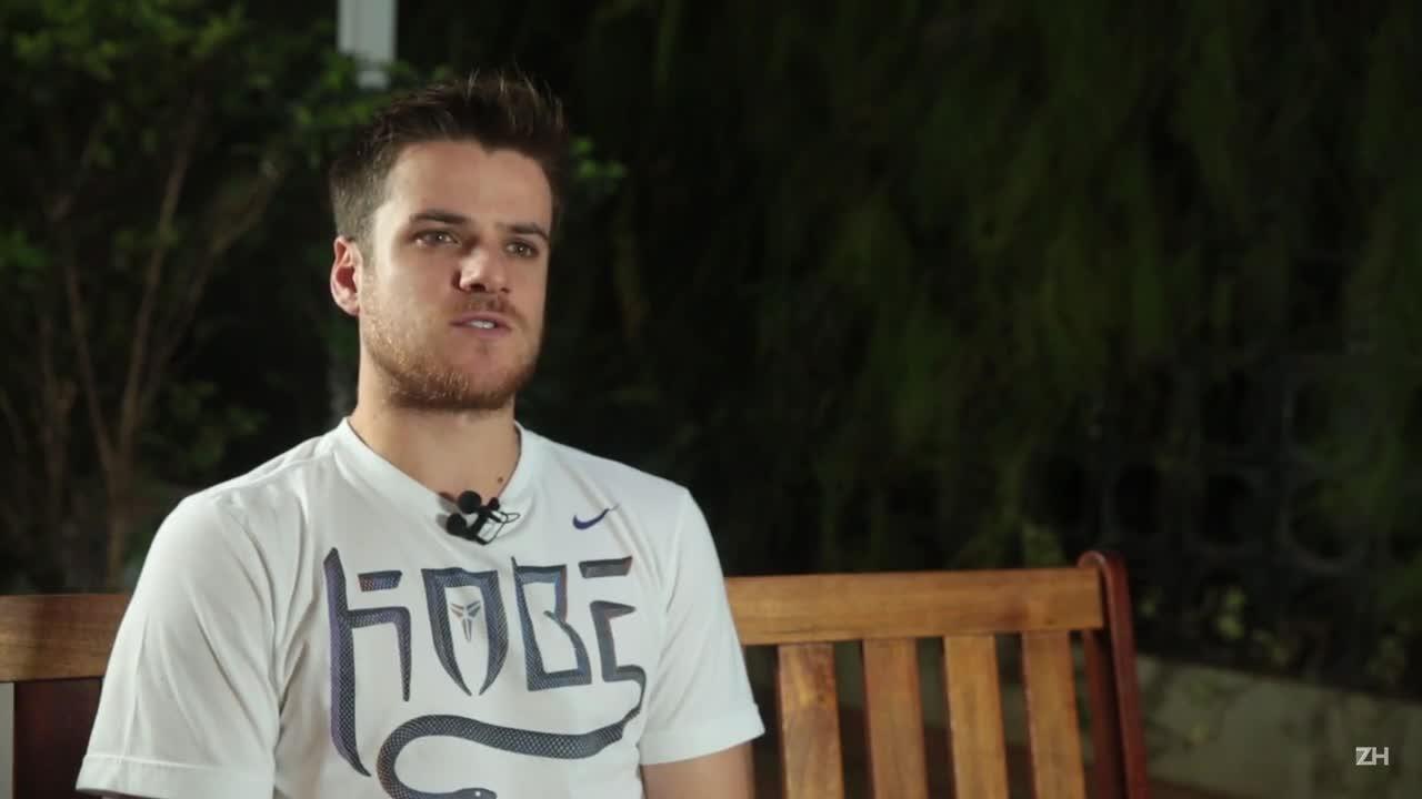 Ramiro fala sobre recuperação após cirurgia no joelho