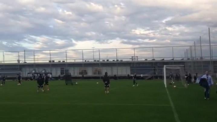 Tigres treina finalizações no CT do Grêmio