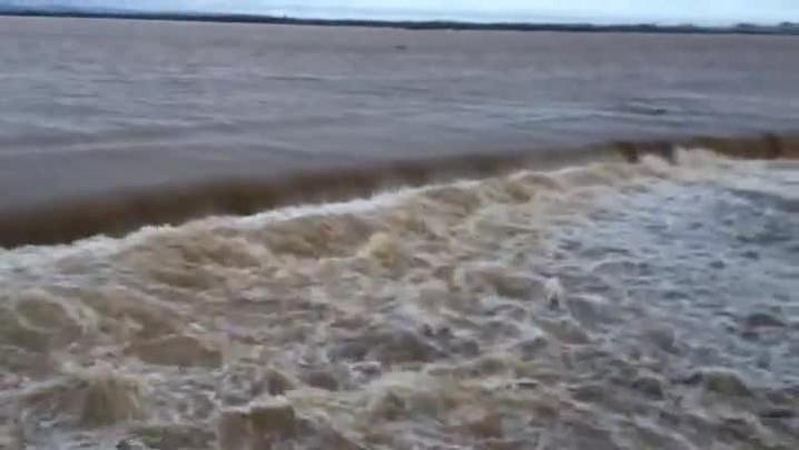 Morador registra enchente no desvio da várzea do Rio Toropi