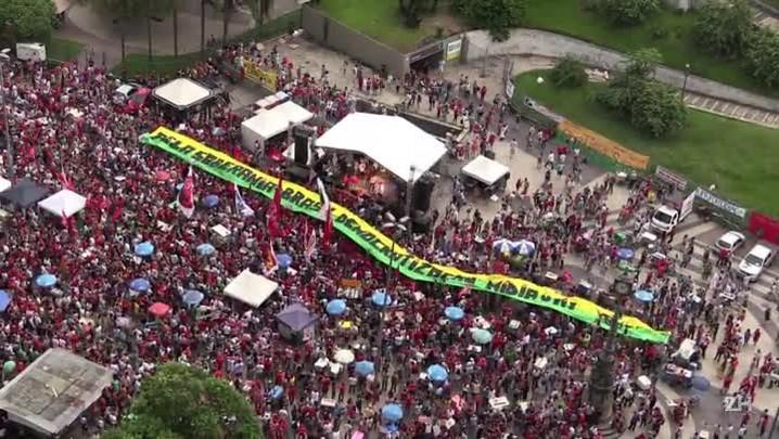 Manifestantes pró-Dilma se reúnem no Rio