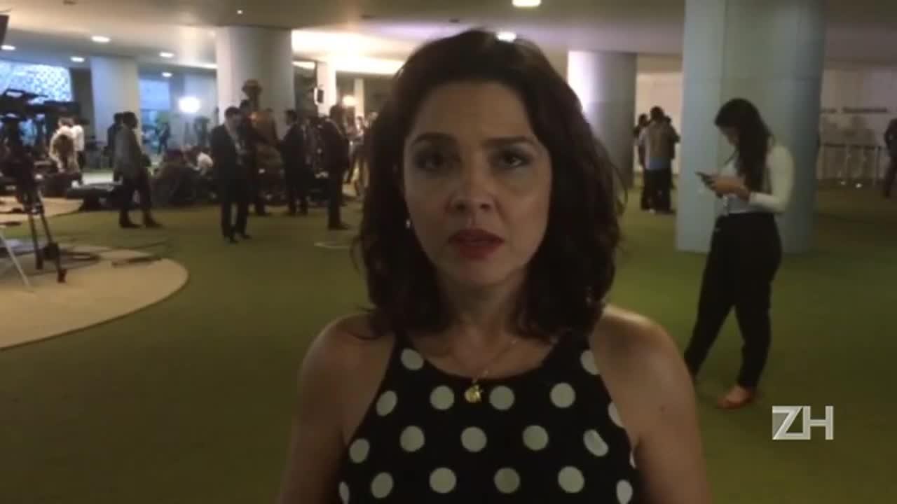 Carolina Bahia: Dilma e Temer fazem corpo a corpo em busca de votos
