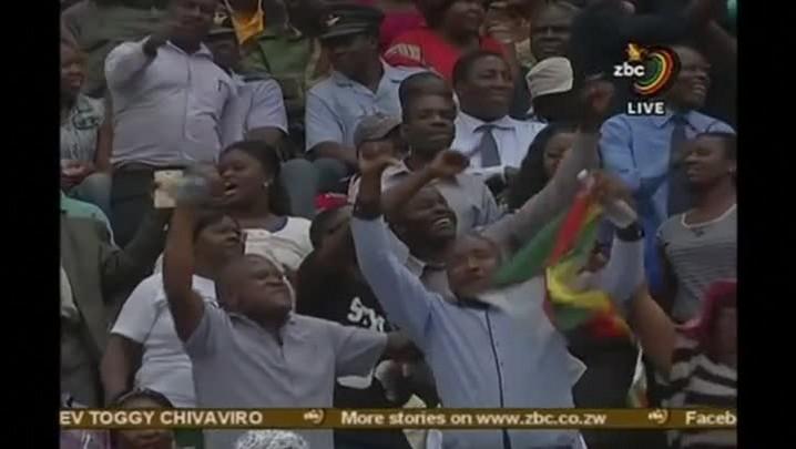 Mnangagwa presta homenagem a Mugabe