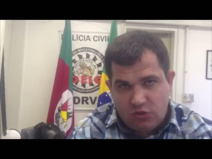Delegado Juliano Ferreira fala da operação para coibir roubo de carros em 12 cidades do RS e SC. 11/04/2013