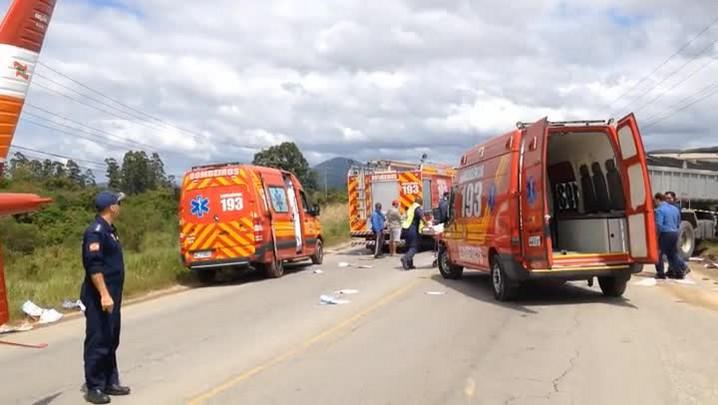 Acidente em Tijucas deixa um morto e cinco feridos