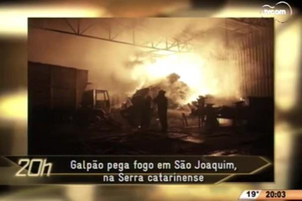TVCOM 20 Horas - Galpão pega fogo em São Joaquim, na Serra catarinense - 07.05.15