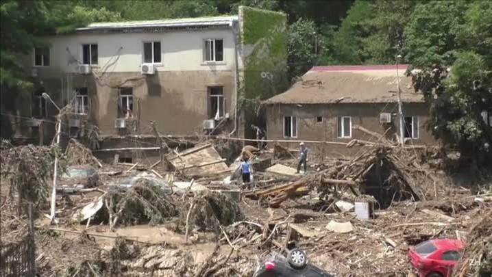 Depois de inundações, voluntários limpam cidade da Geórgia