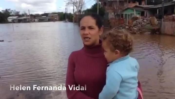 Chuva em Esteio: Helen Vidal teve que sair de casa com marido e dois filhos