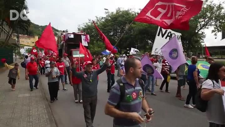 Manifestação contra o impeachment da presidente Dilma movimenta Florianópolis