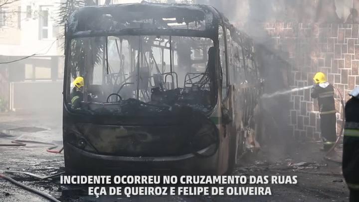 Ônibus da Via Leste pega fogo