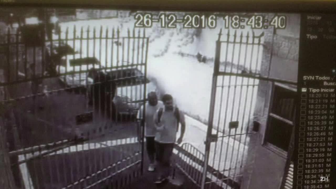 Imagens mostram suspeitos na casa do embaixador