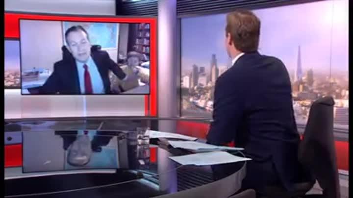 Crianças invadem transmissão ao vivo do pai para BBC