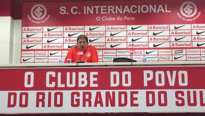 Guto Ferreira fala sobre modelo de jogo