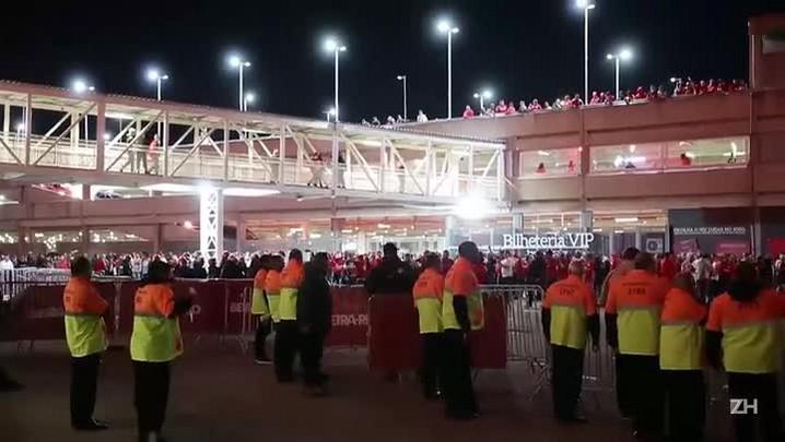 Torcedores protestam após derrota do Inter