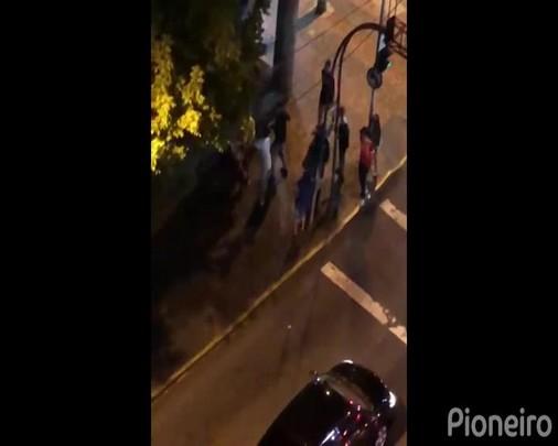 Jovem é espancado ao sair de bloco de Carnaval na área central de Caxias do Sul