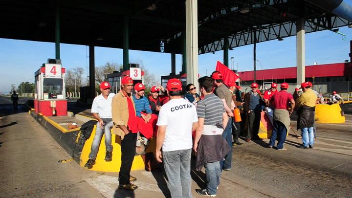 Manifestantes invadiram os pedágios da Concepa em Eldorado do Sul