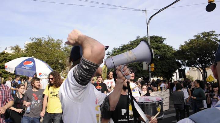 Manifestantes protestam no Largo Zumbi dos Palmares