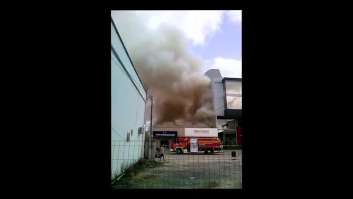 Incêndio destrói loja no Centro de Pouso Redondo
