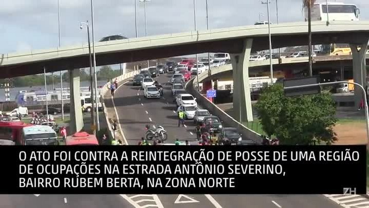 Protesto bloqueia trânsito na chegada a Porto Alegre