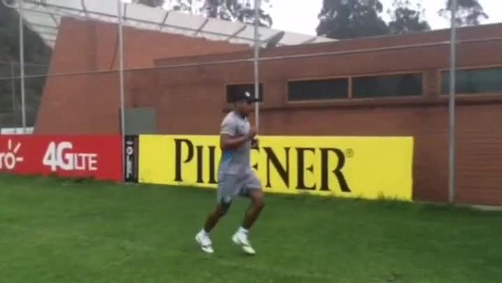 Roger segue sua rotina diária de exercícios em Quito