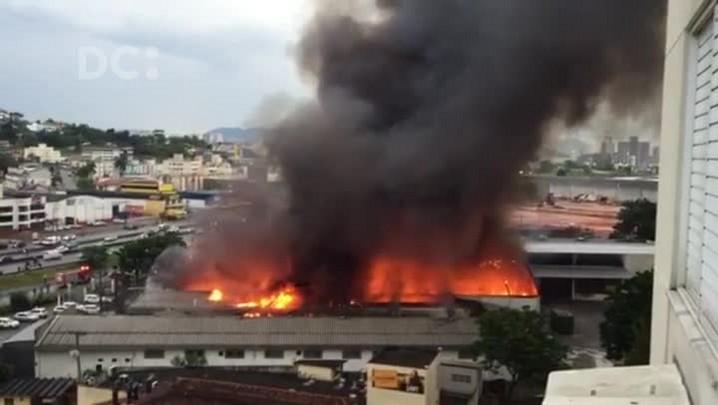 Incêndio atinge empresa no Kobrasol em São José