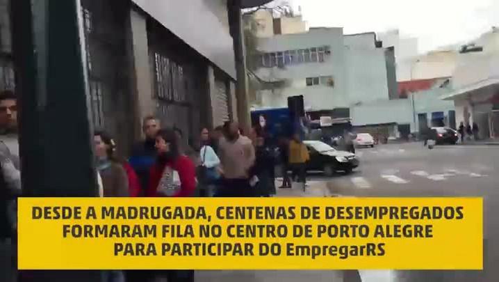 Fila para participar do EmpregarRS reúne centenas de desempregados em Porto Alegre