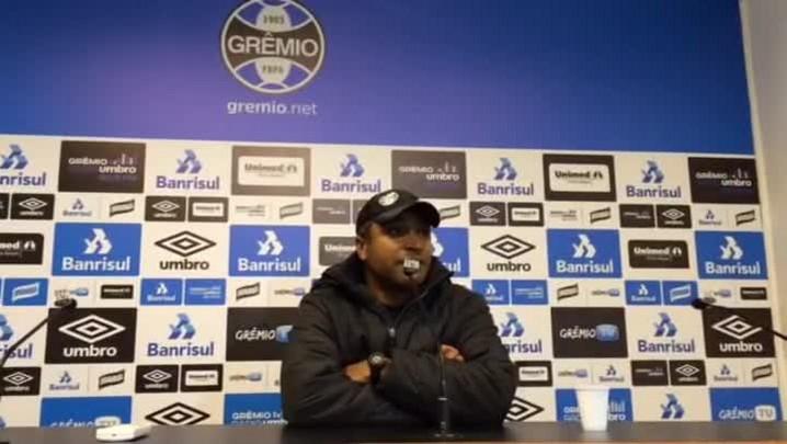 Roger comenta opção por Ramiro na lateral direita