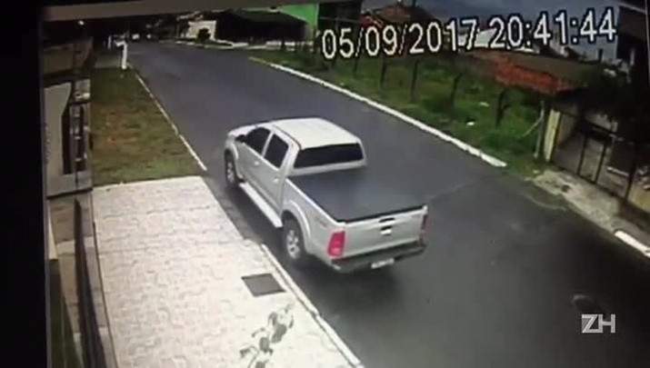 Câmeras flagram momento em que empresário morto em assalto é abordado em Gravataí